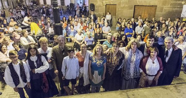 """Photo of A Ruada homenaxea a Clemente Macías """"Tito"""" na apertura das festas da Rúa Vella"""