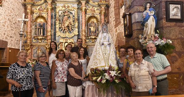 Photo of A Virxe da Asunción estrea manto na procesión de Vilanova (O Barco)