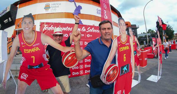 Photo of Dous barquenses de San Roque, animando á selección feminina de básket en Valencia