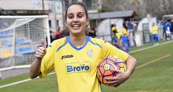 Photo of A valdeorresa Isabel Vázquez adestra ao primeiro equipo feminino das Escolas de Fútbol de Carballo