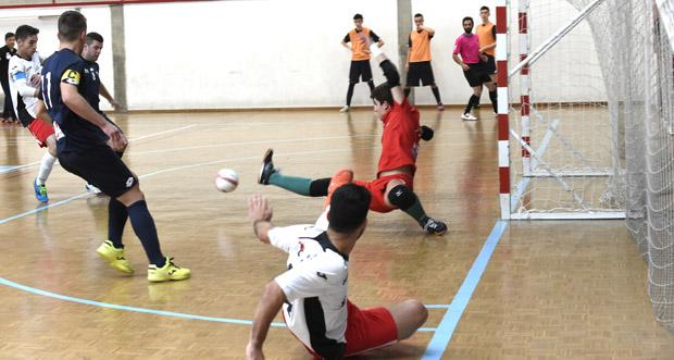 Photo of O Tres Cuñados FS protagoniza un recital de goles no pavillón de Calabagueiros