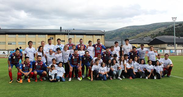 Photo of O C.D Barco homenaxea ao Club Fluvial no partido contra o Alondras en Calabagueiros