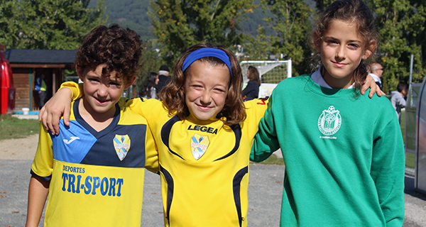 Photo of Iris, Anxela e Lola (C.D. Rúa) e Paula (C.D. Arenteiro), coa selección comarcal feminina sub 12 de Ourense