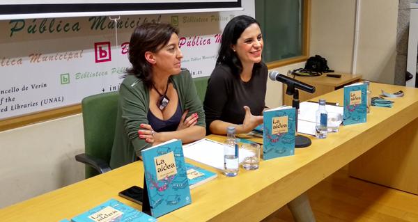 """Photo of Silvia Salgado presenta a súa nova novela """"La aldea"""" na Biblioteca de Verín"""