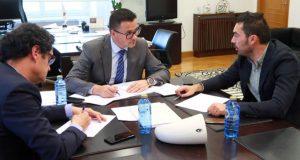 O alcalde da Veiga reúnese co conselleiro do Medio Rural para analizar actuacións en prevención de incendios forestais