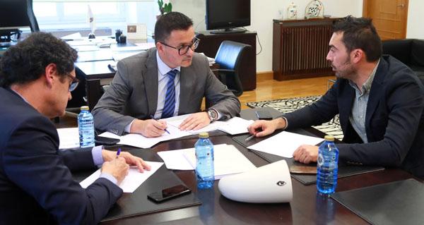 Photo of O alcalde da Veiga reúnese co conselleiro do Medio Rural para analizar actuacións en prevención de incendios forestais