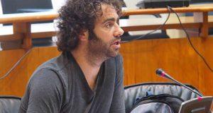 Davide Rodríguez pide no Parlamento galego medidas para compensarlle aos agricultores a suba dos carburantes