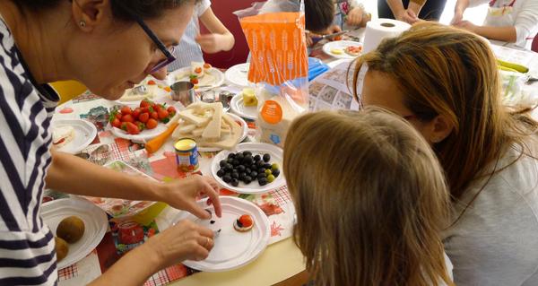 """Photo of Saboreando a creatividade, no obradoiro infantil de cociña de """"De Nai a Nai"""""""