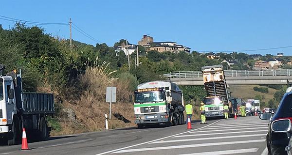 Photo of Unhas obras de asfaltado ralentizan o tráfico na N-120 ao seu paso polo Barco