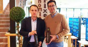 Joaquín Parra cata os viños do Ribeiro para a guía online Wine Up