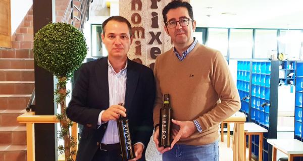 Photo of Joaquín Parra cata os viños do Ribeiro para a guía online Wine Up