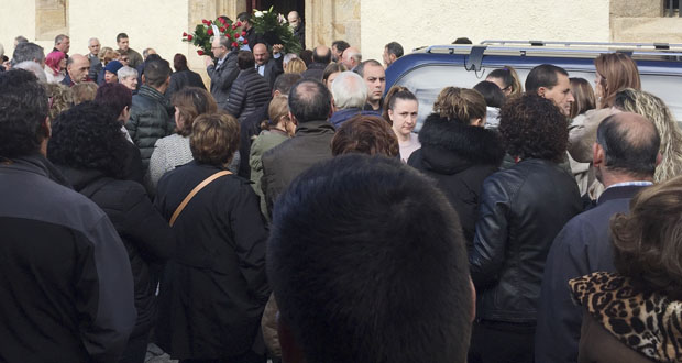 Photo of Consternación e dor na Rúa, no funeral das dúas xoves facelidas nun accidente en Chile