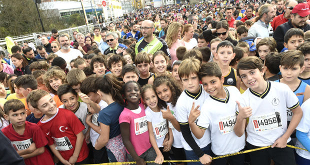Photo of Miles de cativos corren na carreira pedestre popular de Ourense
