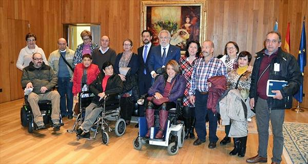 Photo of Membros de Disvalia visitan o Parlamento de Galicia