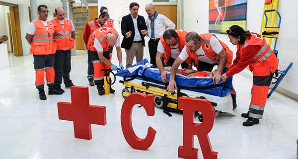Photo of Sensibilización e aprendizaxe de primeiros auxilios da man de Cruz Vermella