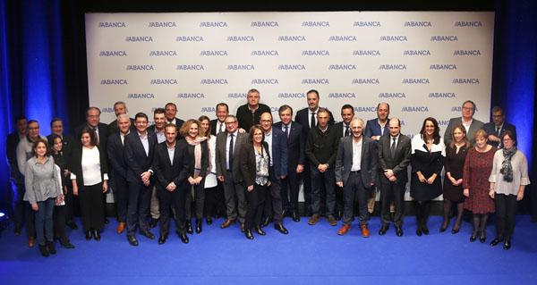 Photo of Recoñecemento de Abanca a 32 empregados ourensáns con máis de 25 anos de traxectoria na entidade