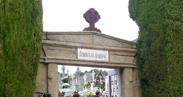 Photo of Comezan as obras de mellora do pavimento no cemiterio municipal do Barco