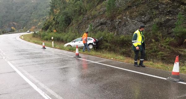 Photo of Saída de vía na estrada N-120 no límite entre Valdeorras e Quiroga