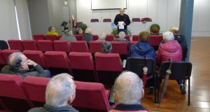 O secretario provincial de Emigración socialista reúnese no Barco con emigrantes retornados de Alemaña