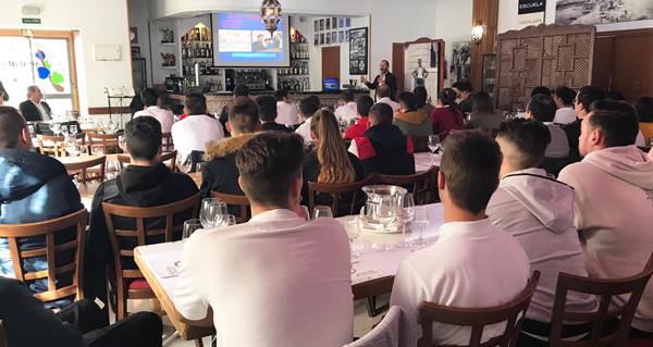 Photo of A singularidade dos viños valdeorreses dase a coñecer nas escolas de hostalaría de Málaga