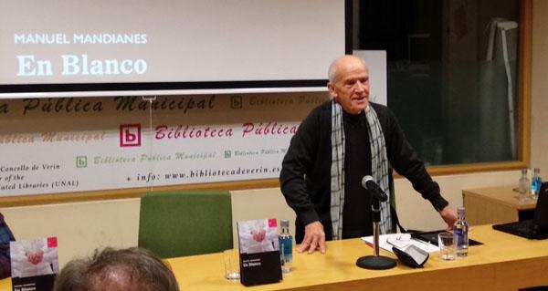 """Photo of Manuel Mandianes presenta a súa primeira novela, """"En Blanco"""", na Biblioteca de Verín"""