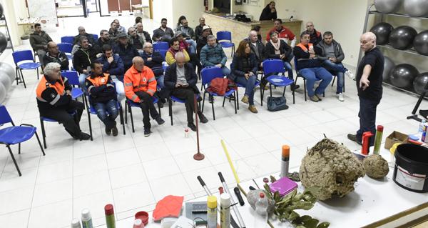Photo of O experto en velutina Lolo Andrade aborda en Valdeorras a problemática deste insecto invasor e como loitar contra el