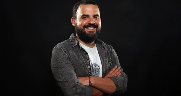 Photo of O humorista Alberte Montes repasará en Quiroga unha década de comedia