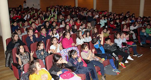 """Photo of Escolares do Barco e arredores asisten a un peculiar concerto didáctico de """"instrumentos insólitos"""""""