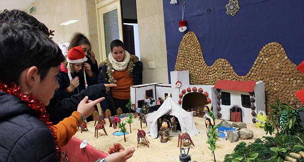 Photo of Un orixinal belén realizado polos alumnos dá a benvida ao Nadal no Colexio Plurilingüe Divina Pastora