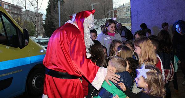 Photo of Papá Noel deixa o Hospital Comarcal Valdeorras en ambulancia