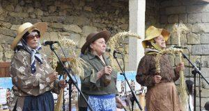 As Cantareiras da Seitura de Lentellais (O Bolo), homenaxeadas pola Real Banda de Gaitas