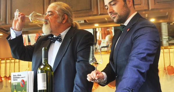 """Photo of Luis Paadín presenta a """"Guía de Viños, Destilados e Bodegas de Galicia 2019"""""""