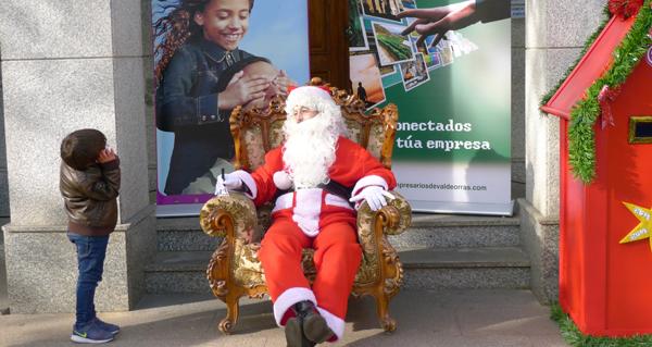 Photo of Papá Noel, na praza do Concello do Barco nesta Noiteboa