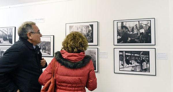 """Photo of Multitude de persoas visitaron """"Unha mirada de antano"""" de Ruth Matilda Anderson no Barco"""