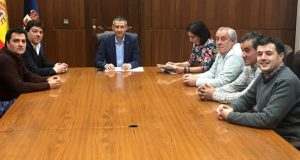Avances nas negociacións para o arranxo da estrada vianesa de San Agostiño
