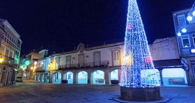 Photo of Viana vén de abrir o programa de Nadal co acendido da iluminación e con diversos actos