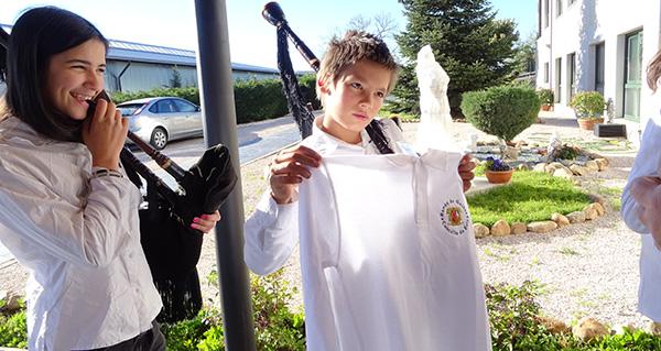 Photo of A Escola de Gaitas do Concello de O Bolo xa ten parte do uniforme