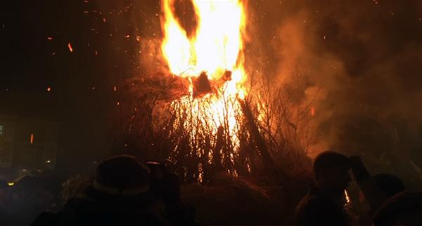 Photo of O lume vence á chuvia na Festa dos Fachós de Castro Caldelas