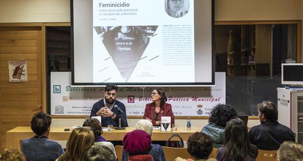 """Photo of Carme Adán presenta na Biblioteca de Verín """"Feminicidio: Unha nova orde patriarcal en tempos de submisión"""""""