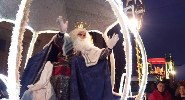 Photo of Un espectáculo de lume e fogos artificio para recibir aos Reis Magos no Carballiño
