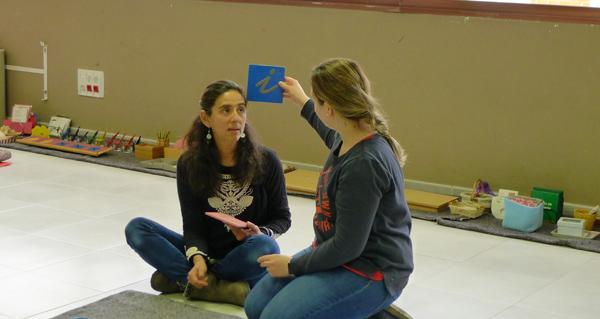 Photo of Descubrindo o proceso da aprendizaxe da fala e da escrita a través da metodoloxía Montessori, no Barco