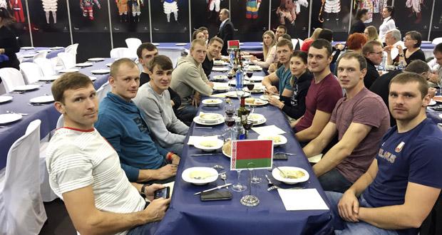 Photo of A selección absoluta de remo de Vielorrusia e a paralímpica inglesa, en Xantar