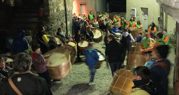 Photo of Soan os bombos e as aixadas en Carracedo da Serra
