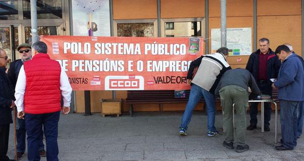 Photo of Acto de recollida de sinaturas do Colectivo de Pensionistas de Valdeorras no Barco