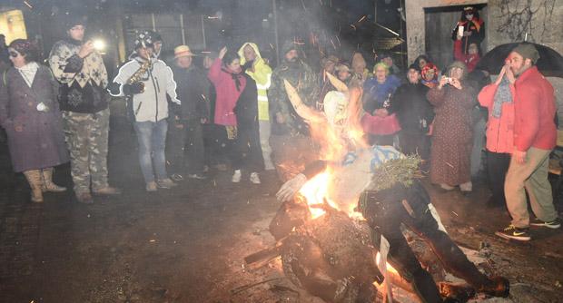 Photo of Coa queima do Meco culminaba o Entroido de Bousés
