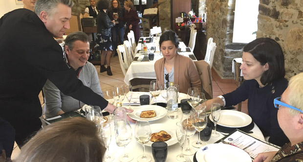 Photo of O xurado do I Concurso de Maridaxe das Xornadas Gastronómicas do Barco visita os establecementos