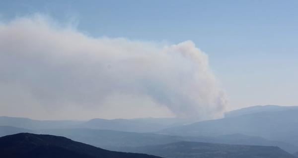 Photo of Activo un incendio forestal con dous focos en Sabuguido (Vilariño de Conso)