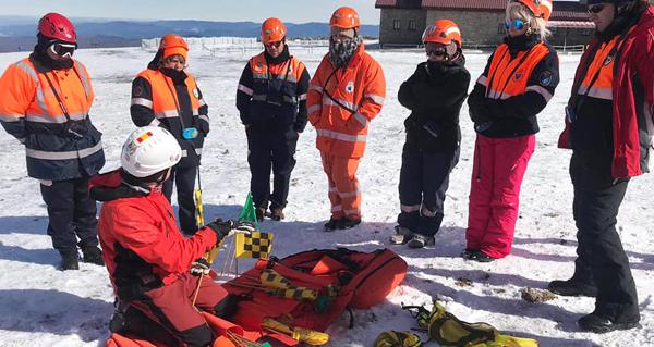 Photo of Curso sobre técnicas de intervención e rescate en terreo nevado na estación de montaña de Manzaneda