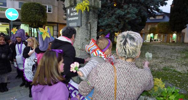 Photo of Ofrenda floral a Clara Campoamor na praza que leva o seu nome no Barco