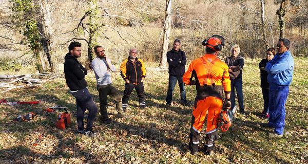 "Photo of Protección Civil de Manzaneda vén de organizar un curso de ""formación básica en motoserra"""